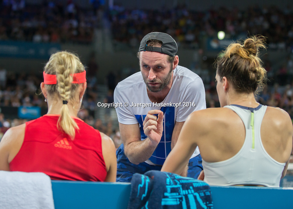 Trainer Torben Beltz spricht mit Andrea Petkovic und Angelique Kerber waehrend der Spielpause,  Doppel Finale<br /> <br /> Tennis - Brisbane International  2016 - WTA -  Queensland Tennis Centre - Brisbane - QLD - Australia  - 9 January 2016. <br /> &copy; Juergen Hasenkopf