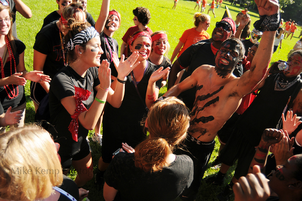 Students participate in the Battle of the Halls during freshmen orientation week at UCA.