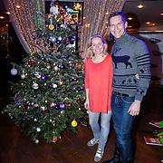 NLD/Hilversum/20121207 - Skyradio Christmas Tree, Minke Booij en Johan Kenkhuis bij hun kerstboom