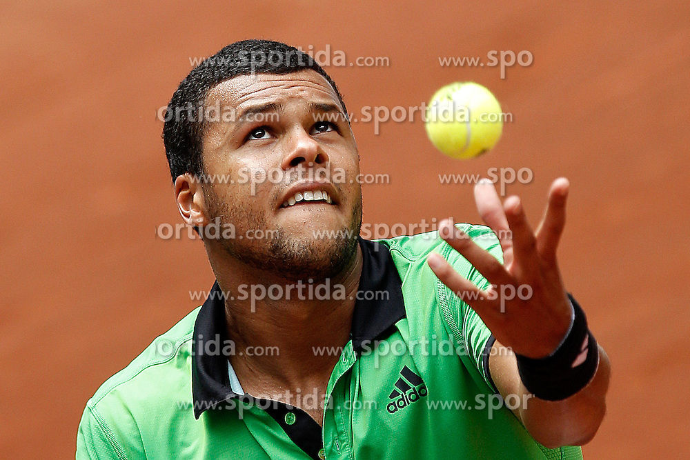 03.05.2011, Marid, ESP, ATP World Tour, im Bild France's Jo-Wilfried Tsonga during Mutua Madrid Tennis Open on May 3rd, 2011. EXPA Pictures © 2011, PhotoCredit: EXPA/ Alterphotos/ Cebolla +++++ ATTENTION - OUT OF SPAIN / ESP +++++