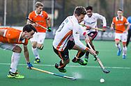 BLOEMENDAAL - Hockey - Bloemendaal-Oranje Rood 3-2. Jelle Galema (Oranje-Rood) met links Tim Swaen (Bldaal)  .  COPYRIGHT KOEN SUYK