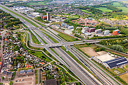 Nederland, Noord-Brabant, Breda, 09-05-2013; Breda Prinsenbeek. Infrabundel, combinatie van autosnelweg A16 gebundeld met de spoorlijn van de HSL (re). De bundel loopt in tunnelbakken, lokale wegen gaan over deze infrabundel heen, door middel van de zogenaamde stadsducten, gedeeltelijk ingericht als stadspark. <br /> Combination of motorway A16 and the HST railroad, crossed by  local roads by means of *urban ducts*, partly designed as public  parks .<br /> luchtfoto (toeslag op standard tarieven);<br /> aerial photo (additional fee required);<br /> copyright foto/photo Siebe Swart.