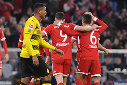 31.03.2018, Allianz Arena, Muenchen, GER, 1. FBL, FC Bayern Muenchen vs Borussia Dortmund, 28. Runde, im Bild Enttaeuschung bei Manuel Akanji (Borussia Dortmund #16), Freude bei den Spielern von Bayern Muenchen // during the German Bundesliga 28th round match between FC Bayern Munich and Borussia Dortmund at the Allianz Arena in Muenchen, Germany on 2018/03/31. EXPA Pictures © 2018, PhotoCredit: EXPA/ Eibner-Pressefoto/ Stuetzle<br /> <br /> *****ATTENTION - OUT of GER*****