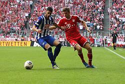 26.10.2013, Allianz Arena, Muenchen, GER, 1. FBL, FC Bayern Muenchen vs Hertha BSC Berlin, 10. Runde, im Bild l-r: im Zweikampf, Aktion, mit Tolga CIGERCI #17 (Hertha BSC), Thomas MUELLER #25 (FC Bayern Muenchen) // during the German Bundesliga 10th round match between FC Bayern Munich and Hertha BSC Berlin at the Allianz Arena in Muenchen, Germany on 2013/10/26. EXPA Pictures © 2013, PhotoCredit: EXPA/ Eibner-Pressefoto/ Christian Kolbert<br /> <br /> *****ATTENTION - OUT of GER*****