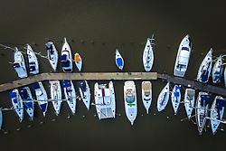 Barcos a vela ao por-do-sol no clube Veleiros do Sul, em Porto Alegre. FOTO: Jefferson Bernardes/ Agência Preview