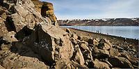 Við Kleifarvatn á sumardaginn fyrsta 2007. Sól og blíða við stillt vatnið.