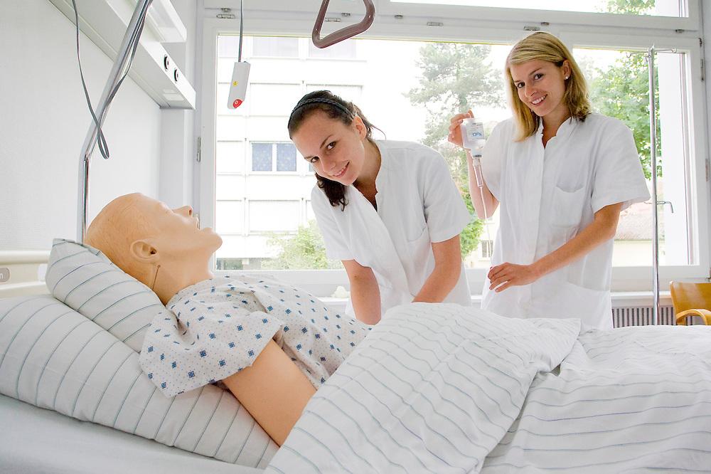 schule fuer gesundheit und krankenpflege bregenz; gesundheit und krankenschwester; pfleger; krankenhaus; pflege; ausbildung; gesundheitswesen krankenhaus; patient; krankenpflege; behandlung; betreuung