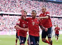 Fussball  1. Bundesliga  Saison 2018/2019  3. Spieltag  FC Bayern Muenchen - Bayer 04 Leverkusen       15.08.2018 JUBEL FC Bayern Muenchen; Thomas Mueller, Torschuetze zum 1-1 Corentin Tolisso und Rafinha (v.li.) ----DFL regulations prohibit any use of photographs as image sequences and/or quasi-video.----