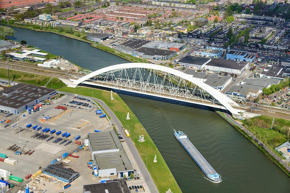 Nederland, Utrecht, Utrecht, 09-04-2014;<br /> Spoorbrug over het Amsterdam-Rijnkanaal, de Werkspoorbrug (de Demka spoorbrug ligt verscholen achter de Werkspoorbrug).<br /> Railway bridge crossing Amsterdam-Rijnkanaal.<br /> luchtfoto (toeslag op standard tarieven);<br /> aerial photo (additional fee required);<br /> copyright foto/photo Siebe Swart