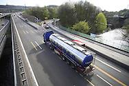 DEU, Germany, North Rhine-Westphalia, Wuppertal, the Autobahn A 46 at the motorway interchange Sonnborner Kreuz, the river Wupper.....DEU, Deutschland, Nordrhein-Westfalen, Wuppertal, die Autobahn A 46 am Sonnborner Kreuz, die Wupper.