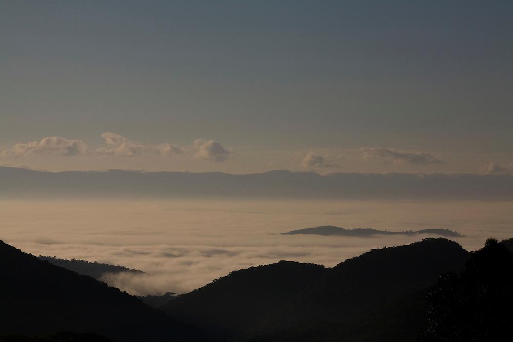 Igarape_MG, Brasil...Montanhas em Igarape, Minas Gerais...The mountains in Igarape, Minas Gerais...Foto: LEO DRUMOND / NITRO