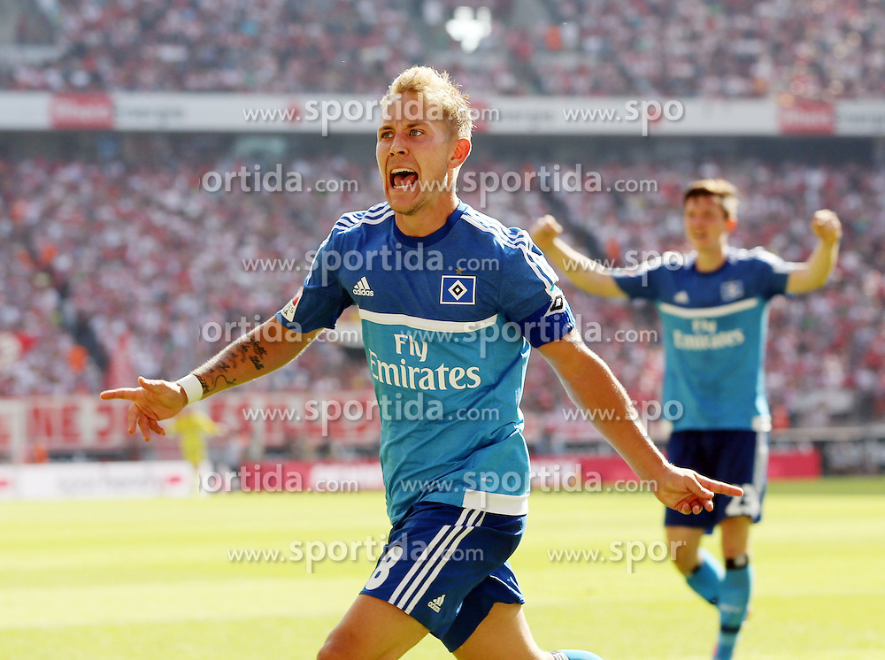 29.08.2015, Rhein Energie Stadion, Koeln, GER, 1. FBL, 1. FC Koeln vs Hamburger SV, 2. Runde, im Bild Lewis Holtby (Hamburger SV #8) beim Torjubel nach dem Treffer zum 1:0 // during the German Bundesliga 3rd round match between 1. FC Cologne and Hamburger SV at the Rhein Energie Stadion in Koeln, Germany on 2015/08/29. EXPA Pictures &copy; 2015, PhotoCredit: EXPA/ Eibner-Pressefoto/ Sch&uuml;ler<br /> <br /> *****ATTENTION - OUT of GER*****