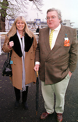 The HON.JOHN & MRS HESKETH at a race meeting <br /> in Surrey on 28th April 2000.ODE 31