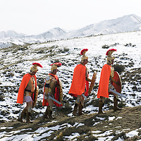 YONGCHANG DISTRICT : Provinzler  aus der Umgebung von Yongchang, die als Roemer verkleidet sind,  kaempfen in den Bergen.