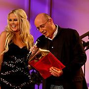 NLD/Hilversum/20101216 - Uitreiking Sterren.nl Awards, Monique Smit en Daniel Dekker maken winnaar bekend