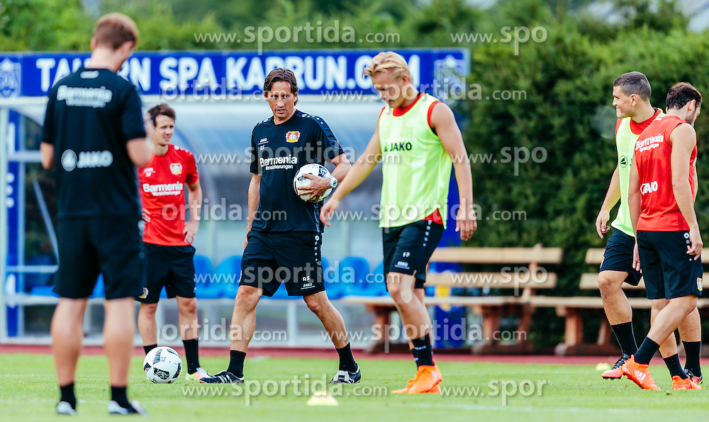 29.07.2016, Alois Latini Stadion, Zell am See, AUT, Bayer 04 Leverkusen, Trainingslager, im Bild Trainer Roger Schmidt (Bayer 04 Leverkusen), Joel Pohjanpalo (Bayer 04 Leverkusen) // during the Trainingscamp of German Bundesliga Club Bayer 04 Leverkusen at the Alois Latini Stadium in Zell am See, Austria on 2016/07/29. EXPA Pictures © 2016, PhotoCredit: EXPA/ JFK