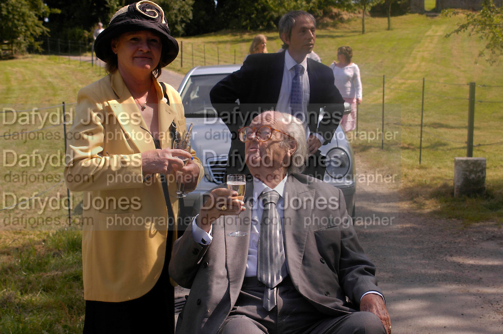 Penny  and John Mortimer. Marriage of Emilia Fox to Jared Harris. St. Michael's and All Angels. Steeple. Nr. Wareham. Dorset. 16 July 2005. ONE TIME USE ONLY - DO NOT ARCHIVE  © Copyright Photograph by Dafydd Jones 66 Stockwell Park Rd. London SW9 0DA Tel 020 7733 0108 www.dafjones.com