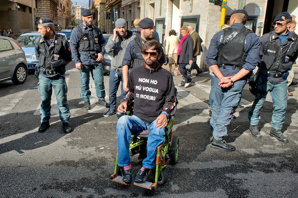 Roma 4 Novembre  2014.<br /> Manifestazione davanti al ministero dell'Economia del Comitato 16 Novembre, associazione di persone malate di Sla e loro famigliari, per chiedere il ripristino del fondo della non autosufficienza  ridotto a 250 milioni con la legge di Stabilità, non solo torni a 350 milioni ma venga aumentato a un miliardo. I manifestanti bloccano via XX Settembre davanti al ministero<br /> Rome November 4, 2014. <br /> Demonstration in front of the Ministry of Economy Committee November 16, an association of people sick  with ALS and their families, to ask for the restoration fund of self-sufficiency reduced to 250 million by the law of stability, not only back to 350 million but is increased one billion. Protesters blocked XX Settembre street outside the Ministry.