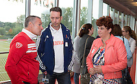 AMSTERDAM - Dennis Gebbink (l) met H-hockey coach Frank Maagdenberg (m)  KNHB Symposium Train de Trainer, voor trainer, coach , begeleider binnen het aangepaste hockey. Dit alles in het Ronald MacDonald Centre in Amsterdam. COPYRIGHT KOEN SUYK