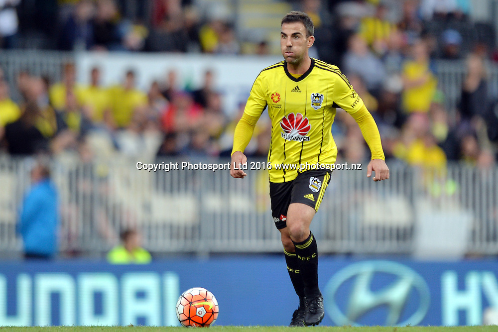 Manny Muscat of the Phoenix in action during the round 17 A-League match between the Wellington Phoenix and the Central Coast Mariners at AMI Stadium in Christchurch, New Zealand. 30 January 2016. Photo: Kai Schwoerer / www.photosport.nz