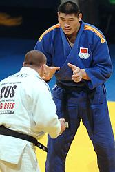 19-03-2006 JUDO: DUTCH OPEN: ROTTERDAM<br /> Xiangjun Wei wint de bronzen medaille (+100 kg). Hij versloeg de Rus Maxim Bruyanov<br /> Copyrights: WWW.FOTOHOOGENDOORN.NL