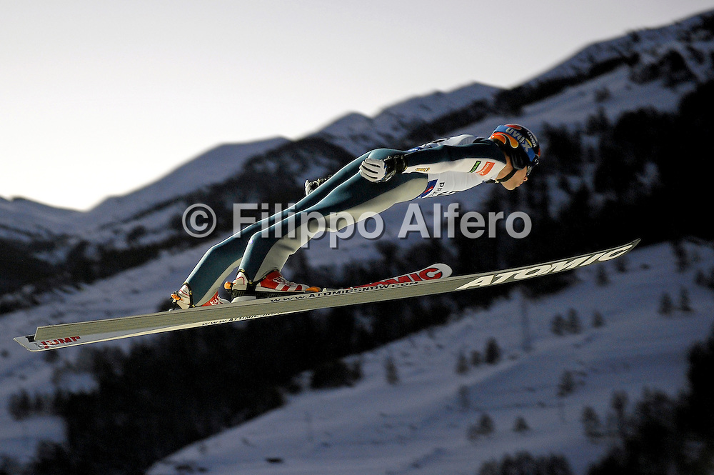 &copy; Filippo Alfero / LaPresse<br /> Pragelato (TO), 12/12/2008<br /> sport , salto con gli sci<br /> Coppa del Mondo di Salto con gli Sci - Pragelato - qualifiche<br /> Nella foto: Matti Hautamaeki - FIN<br /> <br /> &copy; Filippo Alfero / LaPresse<br /> Pragelato, Italy, 12/12/2008<br /> Ski Jumping<br /> FIS World Cup Ski Jumping - Large Hill Individual - 5th competition - qualification<br /> In the photo: Matti Hautamaeki - FIN