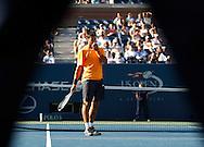 US Open 2009, USTA Billie Jean National ..Tennis Center,New York, Sport, Grand Slam Tournament, Novak Djokovic (SRB) laechelt nach einem Fehler, gesehen durch die Beine des Schiedsrichters....Foto: Juergen Hasenkopf..B a n k v e r b.  S S P K  M u e n ch e n, ..BLZ. 70150000, Kto. 10-210359,..+++ Veroeffentlichung nur gegen Honorar nach MFM,..Namensnennung und Belegexemplar. Inhaltsveraendernde Manipulation des Fotos nur nach ausdruecklicher Genehmigung durch den Fotografen...Persoenlichkeitsrechte oder Model Release Vertraege der abgebildeten Personen sind nicht vorhanden...