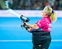 Londen - entertainment   tijdens de cross over wedstrijd Engeland-Korea (2-0) bij het WK Hockey 2018 in Londen.    COPYRIGHT KOEN SUYK