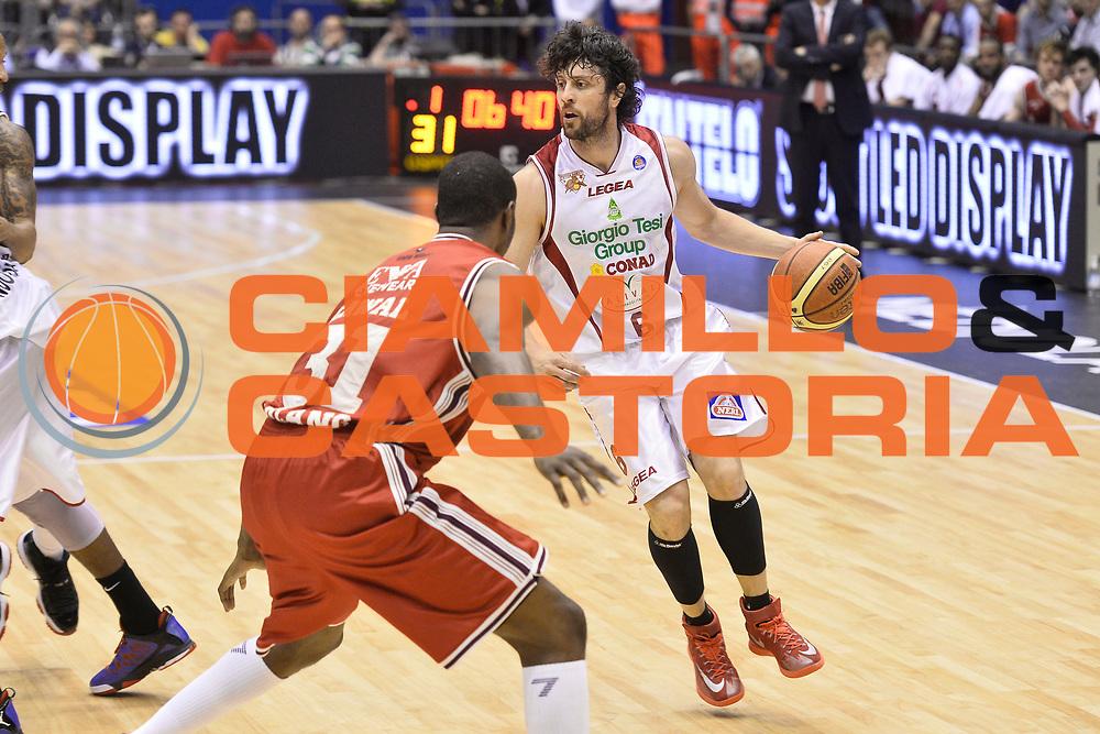 DESCRIZIONE : Campionato 2013/14 Quarti di Finale GARA 2 Olimpia EA7 Emporio Armani Milano - Giorgio Tesi Group Pistoia<br /> GIOCATORE : Guido Meini<br /> CATEGORIA : Palleggio<br /> SQUADRA : Giorgio Tesi Group Pistoia<br /> EVENTO : LegaBasket Serie A Beko Playoff 2013/2014<br /> GARA : Olimpia EA7 Emporio Armani Milano - Giorgio Tesi Group Pistoia<br /> DATA : 21/05/2014<br /> SPORT : Pallacanestro <br /> AUTORE : Agenzia Ciamillo-Castoria / GiulioCiamillo<br /> Galleria : LegaBasket Serie A Beko Playoff 2013/2014<br /> Fotonotizia : Campionato 2013/14 Quarti di Finale GARA 2 Olimpia EA7 Emporio Armani Milano - Giorgio Tesi Group Pistoia<br /> Predefinita :