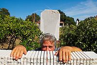 Italie. Sardaigne. San Sperate. Le sculteur et peintre Pinuccio Sciola. // Italy. Sardinia. San Sperate. Sculptor and painter Pinuccio Sciola.