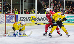 20.04.2019, Stadthalle, Klagenfurt, AUT, EBEL, EC KAC vs Vienna Capitals, Finale, 4. Spiel, im Bild Jean-Philippe Amoureux, (spusu Vienna CAPITALS, #1), Stefan GEIER (EC KAC, #19), Philippe LAKOS (spusu Vienna CAPITALS, #4) // during the Erste Bank Icehockey 4th final match between EC KAC and Vienna Capitals at the Stadthalle in Klagenfurt, Austria on 2019/04/20. EXPA Pictures © 2019, PhotoCredit: EXPA/ Gert Steinthaler