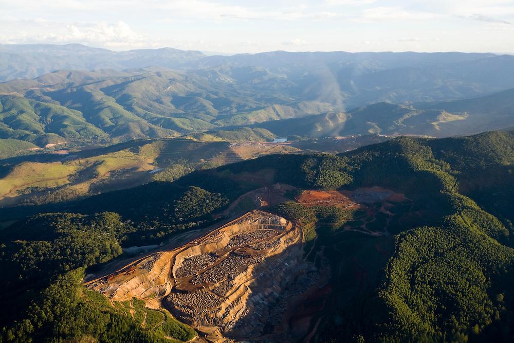 Belo Horizonte_MG, Minas Gerais...Imagem aerea da mineracao na Serra do Curral em Belo Horizonte, Minas Gerais...Aerial view of the mining in Serra do Curral in Belo Horizonte, Minas Gerais...Foto: BRUNO MAGALHAES / NITRO