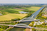Nederland, Utrecht, Houten, 27-05-2013; Schalwijkseweg en spoorbrug over het Amsterdam-Rijnkanaal.<br /> Railway bridge and motorway bridge across Amstedam-Rhine channel.<br /> luchtfoto (toeslag op standard tarieven)<br /> aerial photo (additional fee required)<br /> copyright foto/photo Siebe Swart