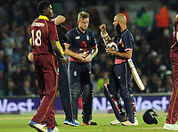 Cricket - 2017 West Indies Tour of England - Fourth One Day International (ODI): England vs. West Indies<br /> <br /> England's Moeen Ali and Jos Buttner discuss tactics as they try to win under the 'Duckworth  Lewis ' rule before rain arrives at The Oval.<br /> <br /> COLORSPORT/ANDREW COWIE
