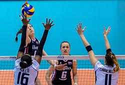 20-05-2016 JAP: OKT Italie - Nederland, Tokio<br /> De Nederlandse volleybalsters hebben een klinkende 3-0 overwinning geboekt op Italië, dat bij het OKT in Japan nog ongeslagen was. Het met veel zelfvertrouwen spelende Oranje zegevierde met 25-21, 25-21 en 25-14 / Lonneke Sloetjes #10, Miriam Fatime Sylla #16 of Italie, Cristina Chirichella #11 of Italie