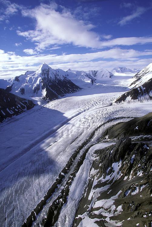 Canada, Yukon Territory, Kluane National Park, Aerial view of Kaskawulsh Glacier and Saint Elias Mountain Range