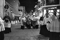 Il 28 luglio 1480 una flotta navale turca del sultano dell'Impero ottomano Maometto II proveniente da Valona, forte di 90 galee, 40 galeotte e altre navi, per un totale di circa 150 imbarcazioni e 18.000 soldati, si presentò sotto le mura di Otranto. La città resistette strenuamente agli attacchi, ma la sua popolazione di soli 6.000 abitanti non poté opporsi a lungo ai bombardamenti. Infatti il 29 luglio la guarnigione e tutti gli abitanti abbandonarono il borgo nelle mani dei Turchi, ritirandosi nella cittadella mentre questi ultimi cominciavano le loro razzie anche nei casali vicini. Quando Gedik Ahmet Pascià chiese la resa ai difensori, questi si rifiutarono e in risposta le artiglierie turche ripresero il bombardamento. L'11 agosto, dopo 15 giorni d'assedio, Gedik Ahmet Pascià ordinò l'attacco finale durante il quale riuscì a sfondare le difese e a espugnare anche il castello. Nel massacro che ne seguì, tutti i maschi di oltre quindici anni furono uccisi, mentre le donne e i bambini furono ridotti in schiavitù. Secondo alcune ricostruzioni storiche, i morti furono in totale 12.000 e i ridotti in schiavitù 5.000, comprendendo anche le vittime dei territori della penisola salentina intorno alla città. I superstiti e il clero si erano rifugiati nella cattedrale a pregare con l'arcivescovo Stefano Pendinelli. Gedik Ahmet Pascià ordinò loro di rinnegare la fede cristiana, ma ricevendone un netto rifiuto, irruppe con i suoi uomini nella cattedrale e li catturò. Furono quindi tutti uccisi, mentre la chiesa, in segno di spregio, fu ridotta a stalla per i cavalli. Particolarmente barbara fu l'uccisione dell'anziano arcivescovo Stefano Pendinelli, il quale incitò i superstiti a rivolgersi a Dio in punto di morte. Fu infatti sciabolato e fatto a pezzi con le scimitarre, mentre il suo capo mozzato fu infilzato su una picca e portato per le vie della città. Il comandante della guarnigione Francesco Largo venne invece segato vivo. A capo degli Otrantini -che i