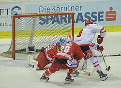 02.10.2015, Stadthalle, Klagenfurt, AUT, EBEL, EC KAC vs HC TWK Innsbruck Die Haie, im Bild 2:1 durch John Lammers (HC TWK Innsbruck Die Haie #9), Bernd Brückner (EC KAC, #32), Martin Schumnig (EC KAC, #28), John Lammers (HC TWK Innsbruck Die Haie #9) // during the Erste Bank Eishockey League match betweeen EC KAC and HC TWK Innsbruck Die Haie at the City Hall in Klagenfurt, Austria on 2015/190/02. EXPA Pictures © 2015, PhotoCredit: EXPA/ Gert Steinthaler