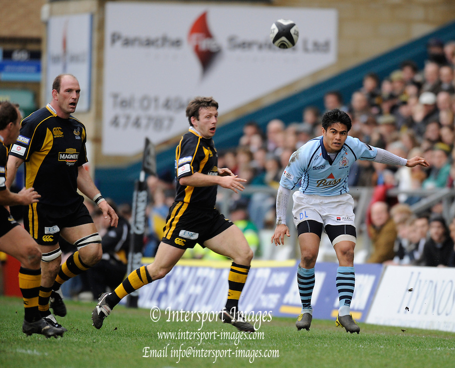 Wycombe, GREAT BRITAIN, Left to right, Lawrence DALLAGLIO, Siomon AMOR and Bristols David LEMI, during the Guinness Premiership match, London Wasps vs Bristol Rugby, played at the Adams Park Stadium, on Sat. 23rd Feb 2008.  [Mandatory Credit, Peter Spurrier/Intersport-images]