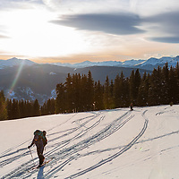 The last quarter mile to the Jackel Hut is more or less flat and open, and if you time it right your treated to a beautiful alpine glow over Mt. Elbert and Mt. Massive both over 14K.  (Feb '17).  #skiinskiout #jackelhut #alpineglow #10thmountaindivisionhut #backcountryhuts #hutlife @landscape_captures @thegreatoutdoors @outdoorphotomag #landscape #landscapephotography  #mountainscape @canonusa #canon5dmarkIII