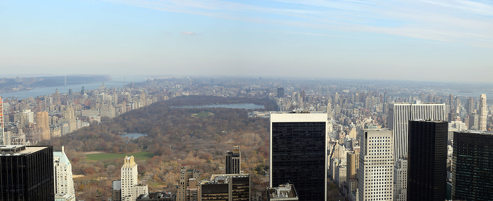 A panoramic view of Manhattan, New York, from the Top of the Rock, the observatory deck at Rockefeller Center showing Central Park, Manhattan, New York, USA. 26th November 2012. Photo Tim Clayton