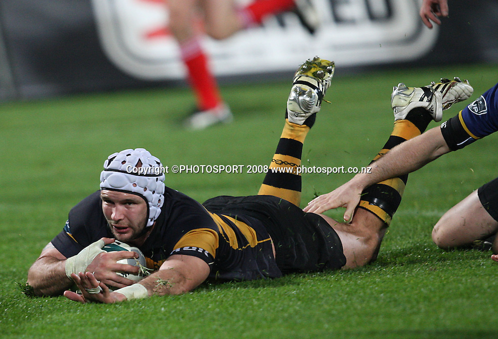 Scott Waldrom dives in for a try.<br /> Air NZ Cup, Otago v Taranaki, Carisbrook, Dunedin, Friday 19 September 2008. Photo: Rob Jefferies/PHOTOSPORT