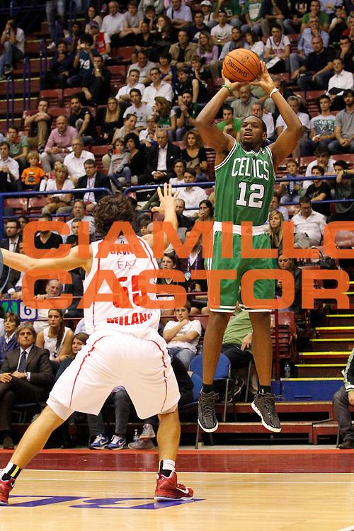 DESCRIZIONE : Milano Nba Europe Live Tour 2012 Ea7 Emporio Armani Milano Boston Celtics<br /> GIOCATORE : Dionte Christmas<br /> CATEGORIA : Tiro Three Points<br /> SQUADRA : Boston Celtics<br /> EVENTO : Campionato Lega A 2012-2013<br /> GARA : Ea7 Emporio Armani Milano Boston Celtics<br /> DATA : 07/10/2012<br /> SPORT : Pallacanestro <br /> AUTORE : Agenzia Ciamillo-Castoria/G.Cottini<br /> Galleria : Lega Basket A 2012-2013  <br /> Fotonotizia : Milano Nba Europe Live Tour 2012 Ea7 Emporio Armani Milano Boston Celtics<br /> Predefinita :