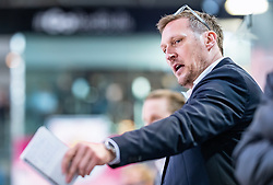 09.04.2019, Eisarena, Salzburg, AUT, EBEL, EC Red Bull Salzburg vs Vienna Capitals, Halbfinale, 6. Spiel, im Bild Headcoach Andreas Brucker (EC Red Bull Salzburg) // during the Erste Bank Icehockey 6th semifinal match between EC Red Bull Salzburg vs Vienna Capitals at the Eisarena in Salzburg, Austria on 2019/04/09. EXPA Pictures © 2019, PhotoCredit: EXPA/ JFK