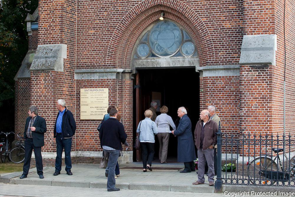 364405-begrafenis Staf van den broeck-Sint-Rumolduskerk Berlaar
