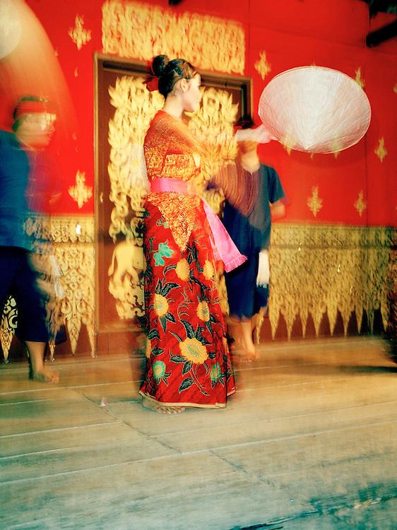 Lanna dance performance at the night market