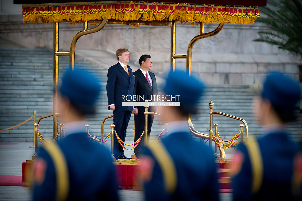 King Willem-Alexander of The Netherlands are welcomed by President Xi Jinging and his wife Peng Liyuan during an official welcome ceremony at Eastern Plaza in Beijing, China, 26 October 2015. After the welcome ceremony the Kind and the Queen have an meeting with the president. The King and Queen are in china for an 5 day state visit. COPYRIGHT ROBIN UTRECHT