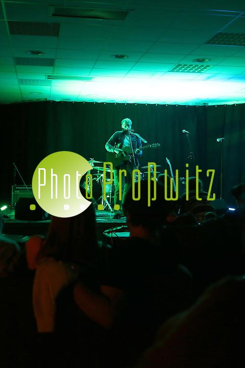 Mannheim. 19.05.17   Jugendhaus Konzert<br /> Vogelstang. Jugendhaus. Konzert Indie und Acoustic<br /> - Kevin Moschner<br /> <br /> BILD- ID 0030  <br /> Bild: Markus Prosswitz 19MAY17 / masterpress (Bild ist honorarpflichtig - No Model Release!)