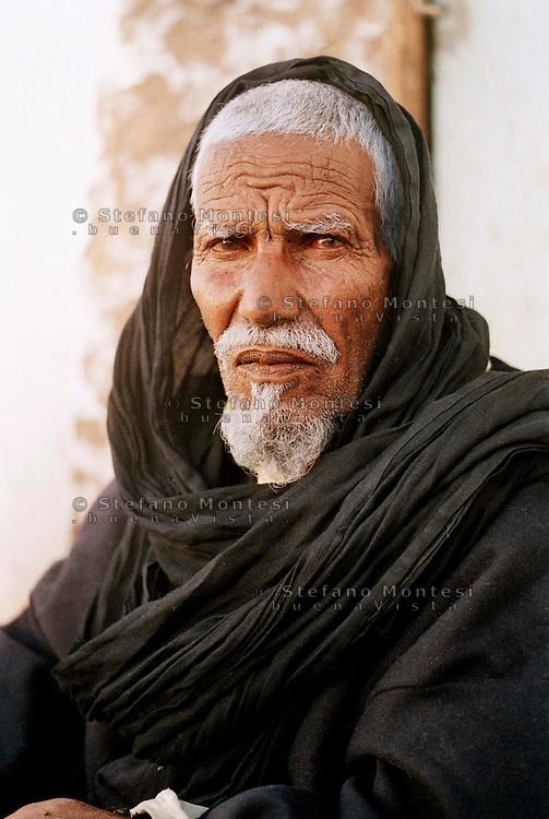 10 Gennaio 2010..Campo Profughi Saharawi Auserd..Anziano Saharawi.21 January 2010..Saharawi refugee camp Auserd..Sahrawi elderly man