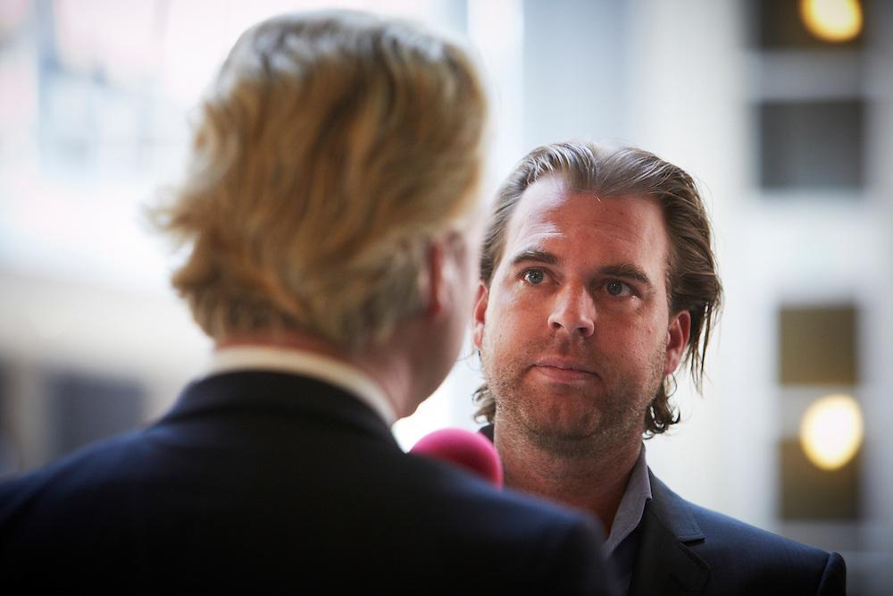 Nederland. Den Haag, 24 mei 2012.<br /> Rutger Castricum van PowNed PowNews interviewt Geert Wilders PVV, fatsoenskloof, media, journalistiek.<br /> Foto : Martijn Beekman